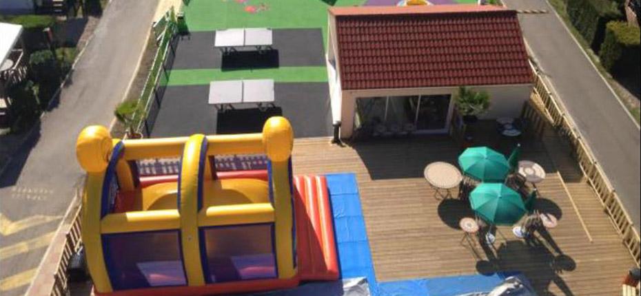 Vue aérienne de l'aire de jeux de notre camping des Yvelines