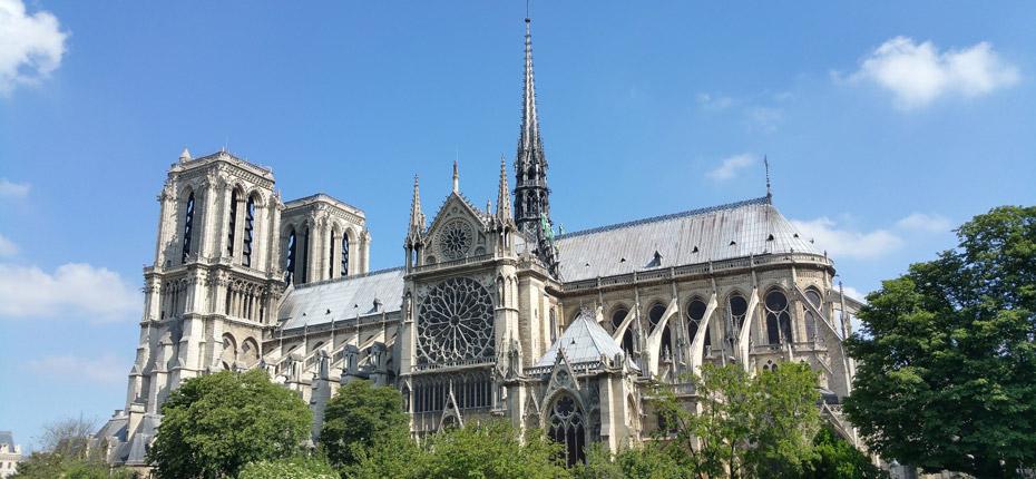 Notre Dame de Paris en région parisienne à environ 45 km du camping